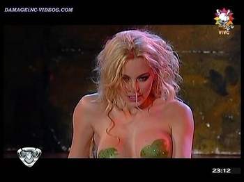 Argentina showgirl getting naked on tv